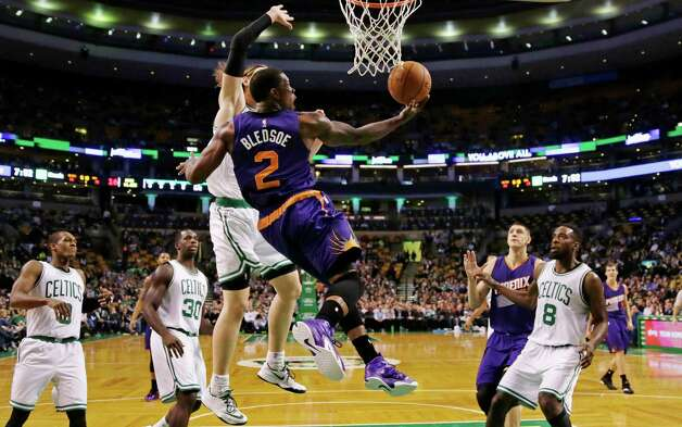 Phoenix Suns guard Eric Bledsoe (2) throws up a reverse lay-up after passing the Boston Celtics on a drive to the basket during the first quarter of an NBA basketball game in Boston, Monday, Nov. 17, 2014. (AP Photo/Charles Krupa) ORG XMIT: MACK102 Photo: Charles Krupa / AP