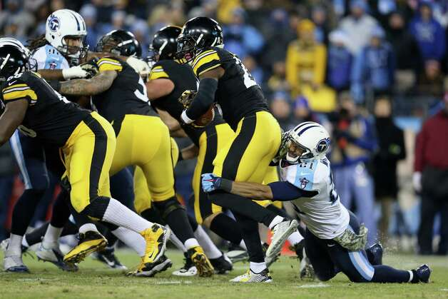 NASHVILLE, TN - NOVEMBER 17:   George Wilson #21 of the Tennessee Titans attempts to tackle Le'Veon Bell #26 of the Pittsburgh Steelers in the second quarter of the game at LP Field on November 17, 2014 in Nashville, Tennessee.  (Photo by Andy Lyons/Getty Images) ORG XMIT: 507883455 Photo: Andy Lyons / 2014 Getty Images