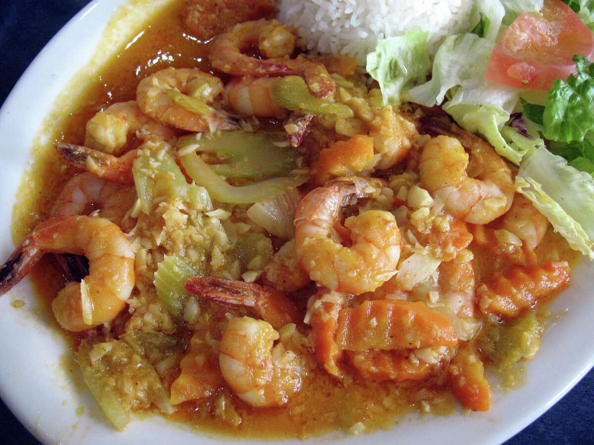 Shrimp with garlic sauce, or mojo de ajo
