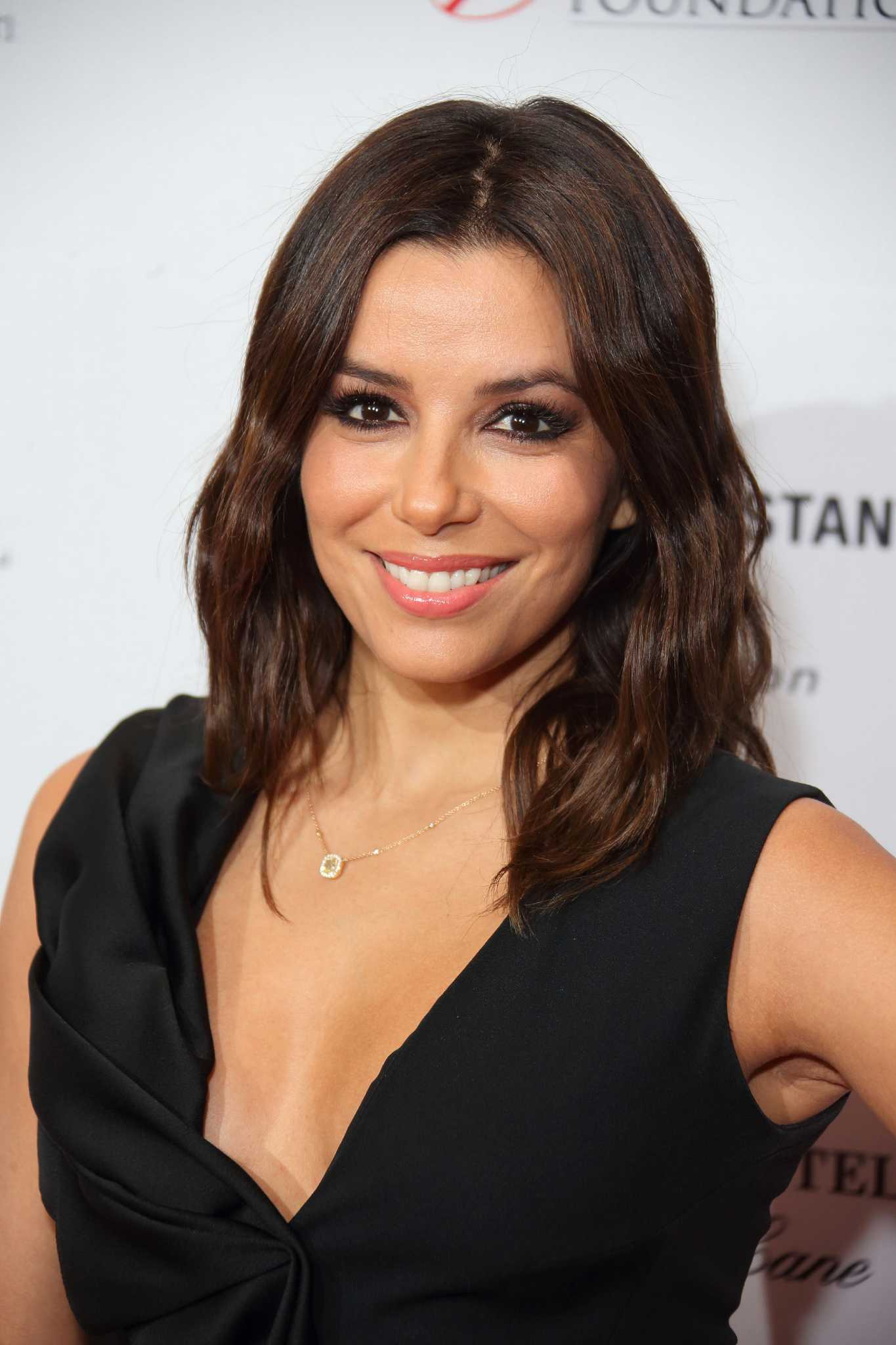 Eva Longoria Shows Off Her New Shorter Haircut In London