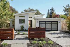 Midcentury Modern in Sonoma has lush backyard, open floor plan - Photo