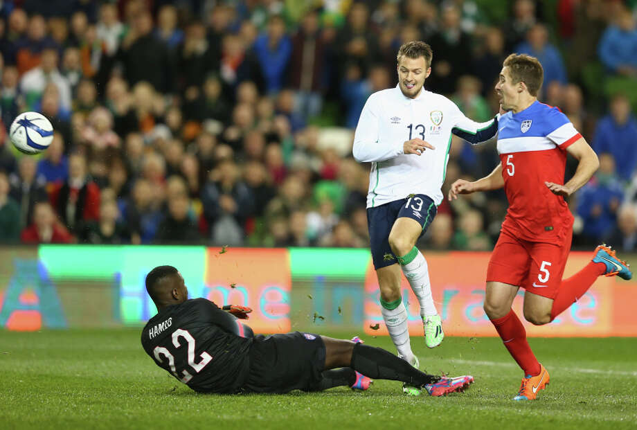 Anthony Pilkington (center) beats U.S. team goalie Bill Hamid (left) in the seventh minute to give Ireland a 1-0 lead in Dublin. Photo: Michael Steele / Getty Images / 2014 Getty Images