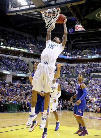 INDIANAPOLIS, IN - NOVEMBER 18:  Willie Cauley-Stein #12 of the Kentucky Wildcats dunks the ball during the game against the Kansas Jayhwaks in the State Farm Champions Classic at Bankers Life Fieldhouse on November 18, 2014 in Indianapolis, Indiana.  (Photo by Andy Lyons/Getty Images) ORG XMIT: 522173143 Photo: Andy Lyons / 2014 Getty Images