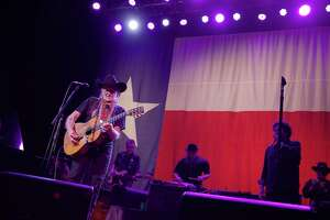 Texas legend announces Houston concert - Photo