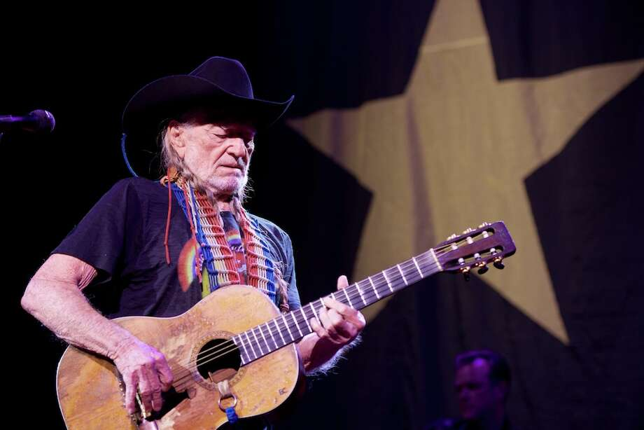 willie nelson 39 s guitar 39 trigger 39 subject of rolling stone documentary houston chronicle. Black Bedroom Furniture Sets. Home Design Ideas