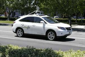 Programming how self-driving cars handle dilemmas is a challenge - Photo