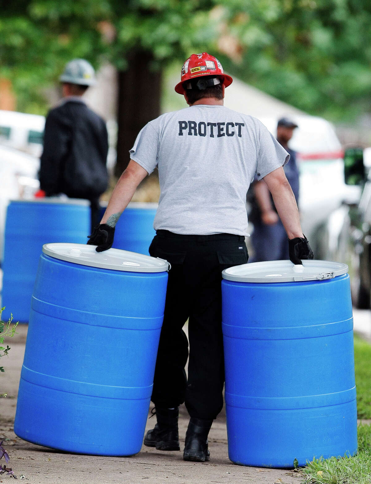 Waste is taken from the home of a Dallas worker who cared for Ebola victim Thomas Eric Duncan.