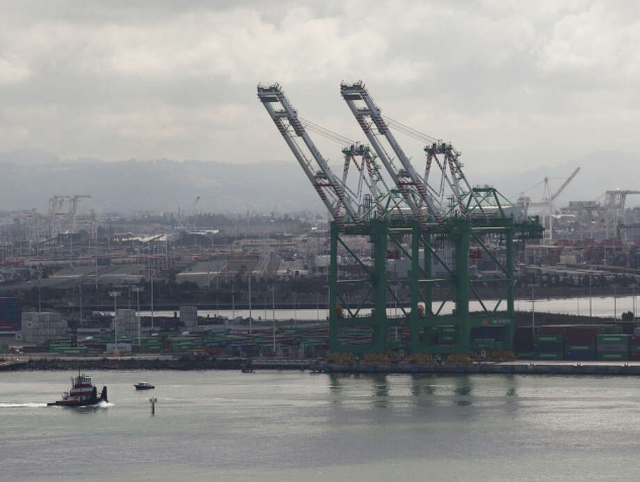 Import cargo at the Port of Oakland was up the most in six months during October. Photo: TIM HUSSIN / Special To The Chronicle / ONLINE_YES