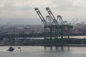 Oakland port humming, but labor disputes loom - Photo