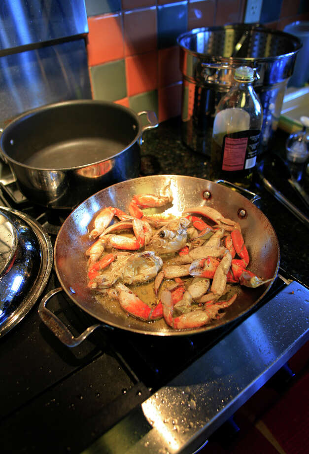Roast Garlic Crab Photo: John Lee / SFC / CHRONICLE