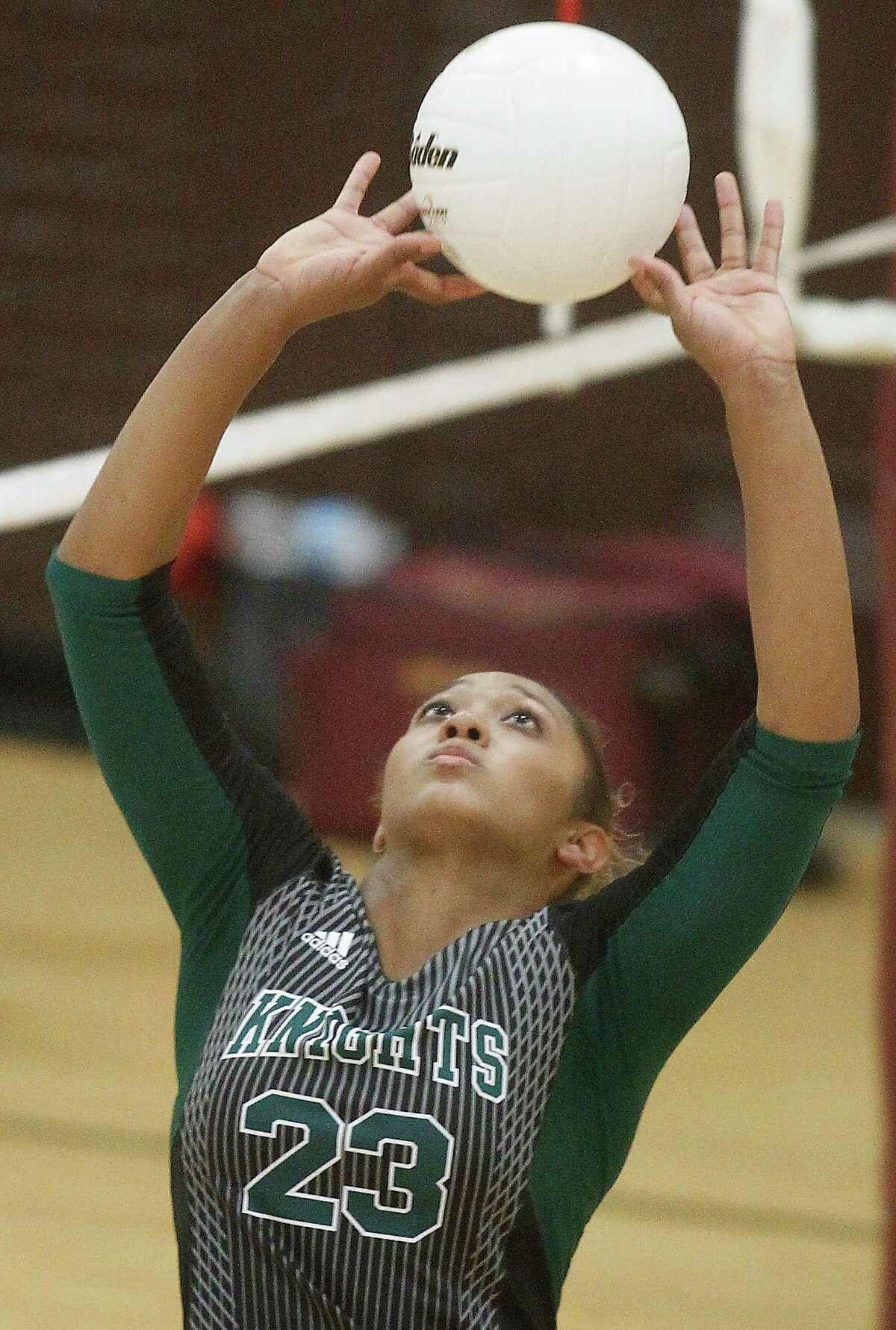 Athletic skill is in the genes of Ashlynn Dunbar, daughter of Harlem Globetrotters icon Lou Dunbar.