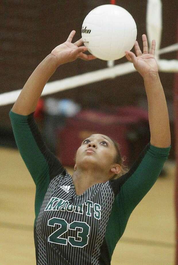 Athletic skill is in the genes of Ashlynn Dunbar, daughter of Harlem Globetrotters icon Lou Dunbar. Photo: J. Patric Schneider, Freelance / © 2014 Houston Chronicle