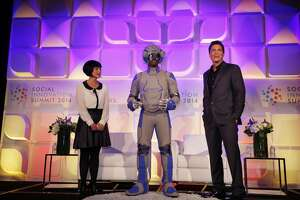 'Ageless' Rob Lowe shows off aging suit in Redwood City - Photo