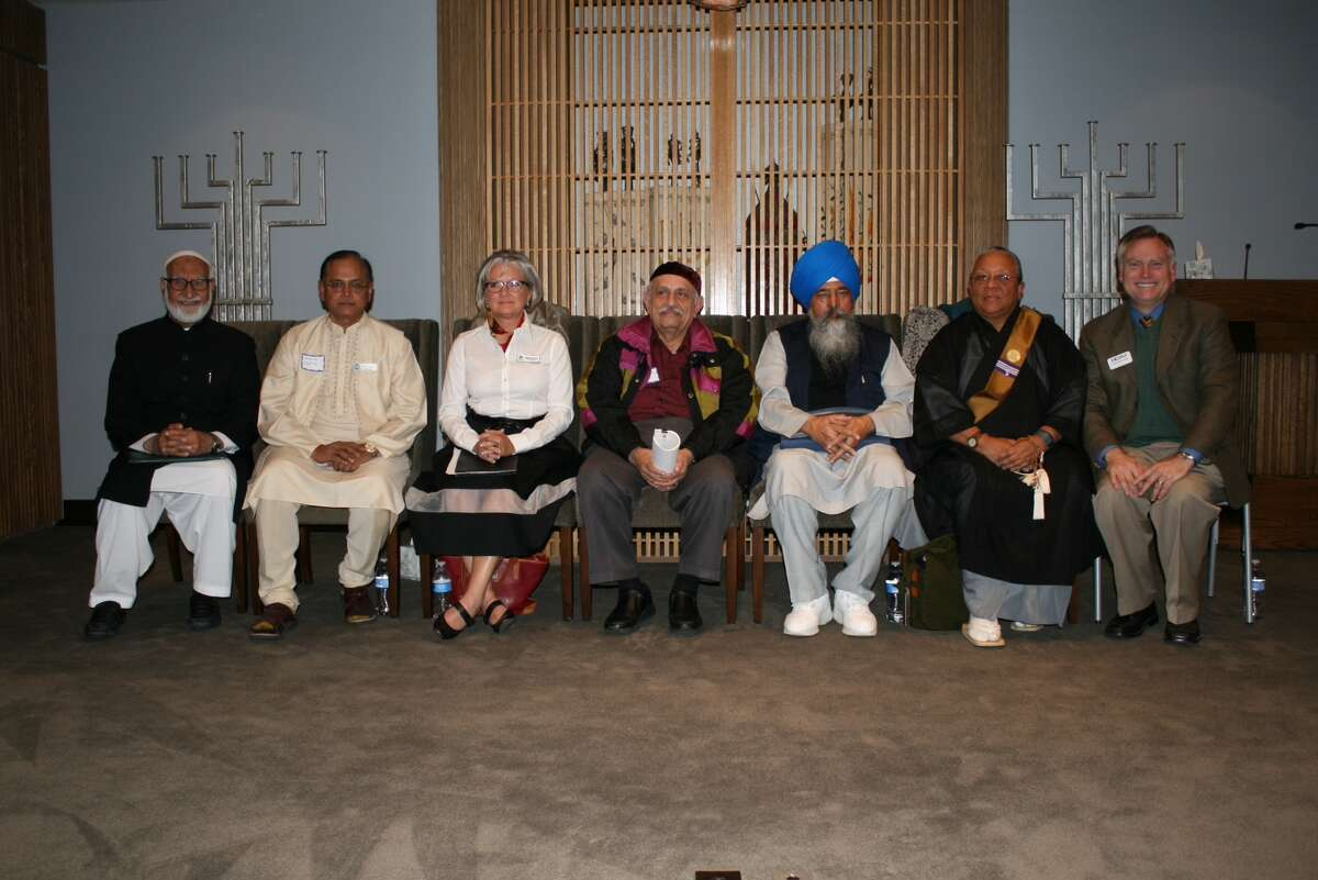 The Ahmadiyya Muslim Community of Greater Houston cosponsored a Thanksgiving Service at Houston Congregation for Reform Judaism on Nov. 17. Speakers were Anand Gupta from Hindu community, Rev. Nell Green from Christianity, Sarosh J. Collector from Zoroastrianism, Professor Sukchain Singh from Sikhism, Myokei Caine-Barrett Shonin from Buddhism, Imam Mubasher Ahmad from Ahmadiyya Muslim Community Houston and Rabbi Steven Gross of Houston Congregation for Reform Judaism.
