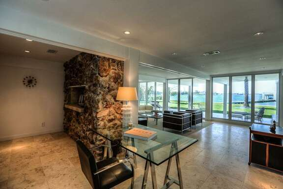 1822 Cove Park    League City, Texas 77573    $4.3 million / 3 Bedrooms / 3 Full & 1 Half Bathrooms
