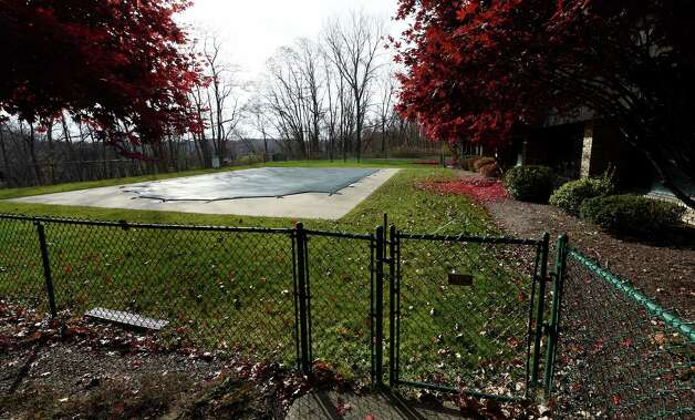 The pool area of the Bethlehem Terrace Apartments Thursday morning Nov. 13, 2014 in Slingerlands, N.Y.    (Skip Dickstein/Times Union) Photo: SKIP DICKSTEIN / 00029466A