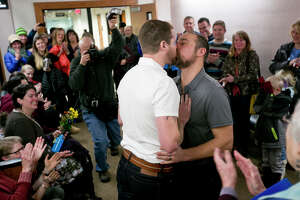 Montana gay couples exchange vows after ban tossed - Photo