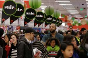 Getting the best deals during Black Friday blitz - Photo
