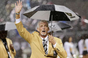 Hall of Fame punter Ray Guy soaks up the love from Oakland fans - Photo