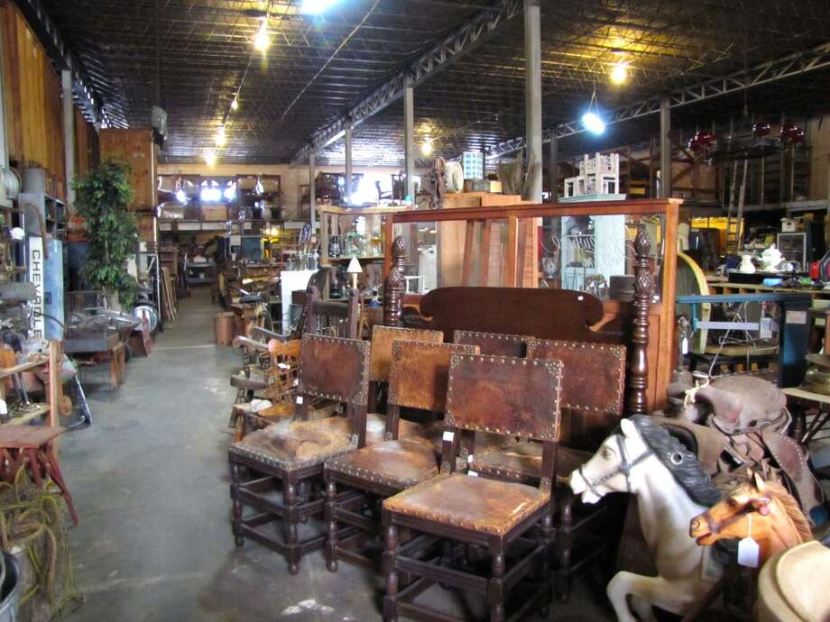 Baw resale interiors houston chronicle for Downtown motors beaumont texas