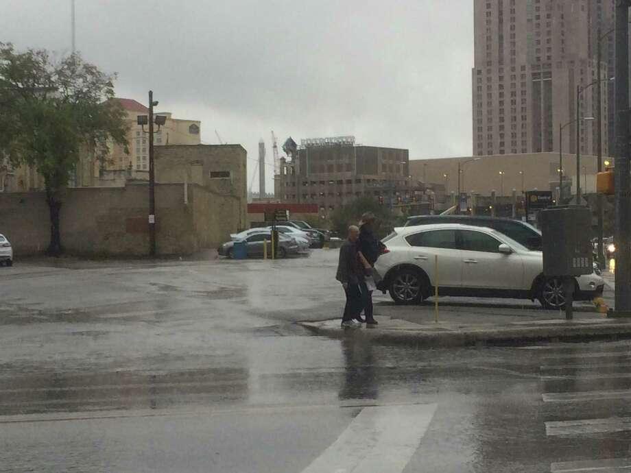 Rain falls on downtown San Antonio on Friday, Nov. 21, 2014. Photo: Merrisa Brown/San Antonio Express-News