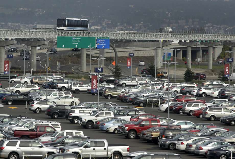Oakland International is offering four free days in its daily parking lot for Hawaii or Europe-bound travelers Photo: Paul Chinn, The Chronicle