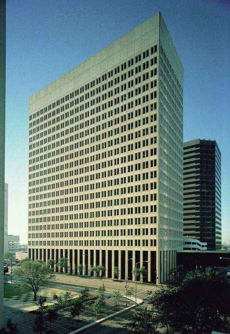 Brookfield has sold the 600 Jefferson office building to a partnership of DRA Advisors and Stream Realty Partners. The building, which has United Airlines as a main tenant, went for  $69 million, according to Brookfield reports.