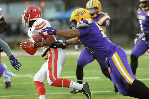 UAlbany's Samuel Gray, right, closes in on Stony Brook's Stacey Bedell during their football game on Saturday, Nov. 22, 2014, at Bob Ford Field in Albany, N.Y. (Cindy Schultz / Times Union) Photo: Cindy Schultz / 00029589A