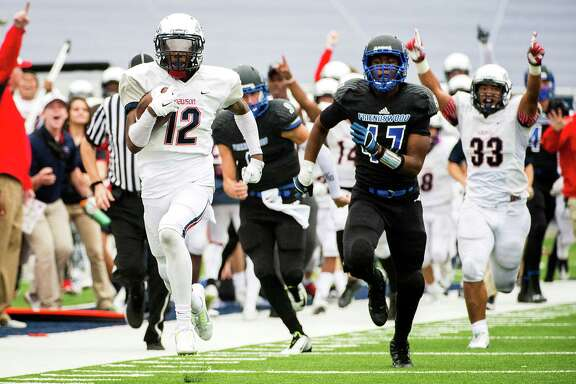Dawson's Brailon Mouton (12) leaves the Friendswood defense behind as he races down the sideline on an 80-yard punt return for a touchdown on Saturday.