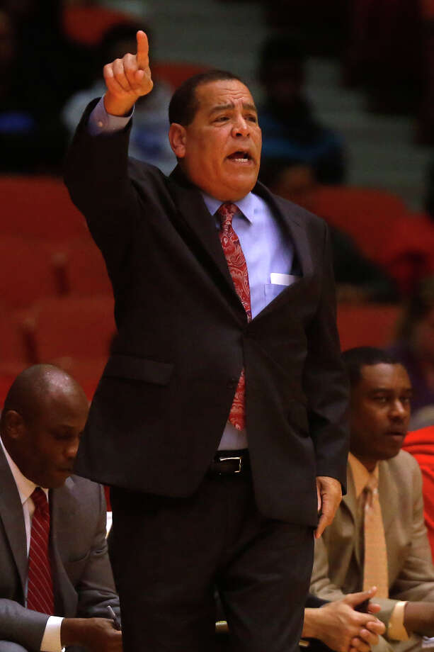 Kelvin Sampson's Cougars couldn't find an answer for Tulsa's offense in Sunday's lopsided loss. Photo: Cody Duty, Houston Chronicle / © 2014 Houston Chronicle