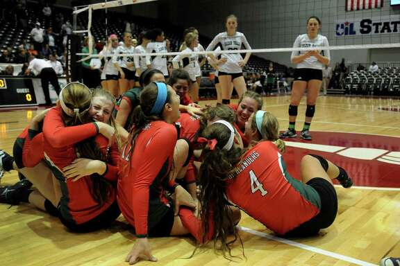 The Woodlands repeats its group hug of a year ago by capturing its second consecutive state championship, this time at the expense of Clear Falls on Saturday night at the Culwell Center in Garland.