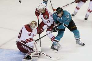 Sharks fall to Coyotes in shootout - Photo