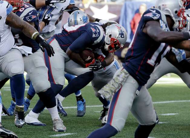 New England Patriots running back LeGarrette Blount, center, runs behind blocking as he heads toward the goal line for a touchdown against the Detroit Lions in the first half of an NFL football game Sunday, Nov. 23, 2014, in Foxborough, Mass. (AP Photo/Stephan Savoia) ORG XMIT: FBO109 Photo: Stephan Savoia / AP