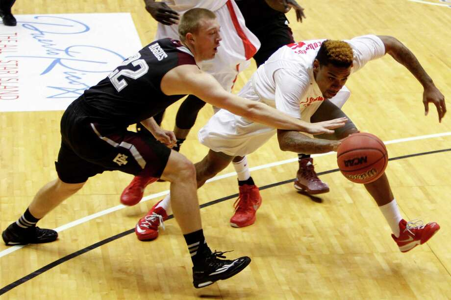 A&M's Peyton Allen, left, goes for a steal against New Mexico's Arthur Edwards in the Aggies' win. Photo: Ricardo Arduengo, STR / AP