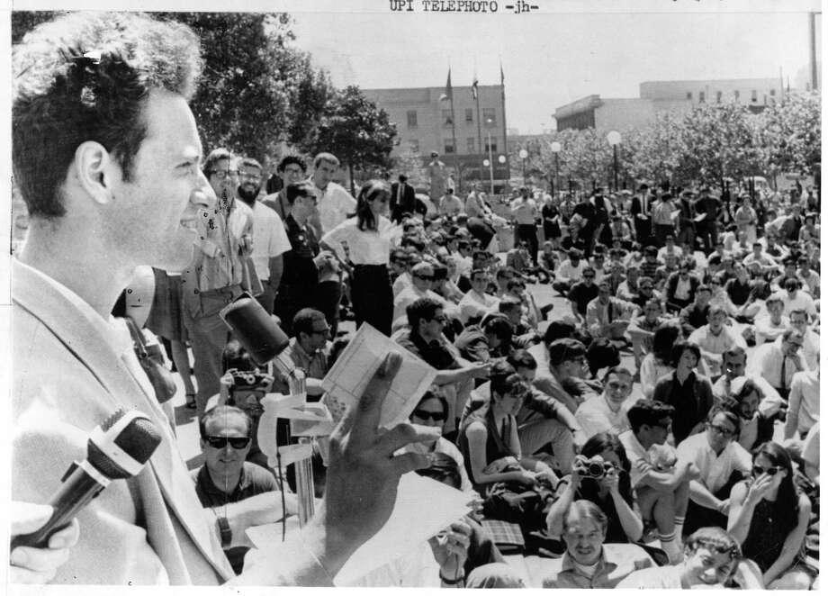 Free Speech Movement leader Mario Savio (left) addresses a rally at UC Berkeley. / UPI