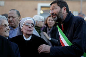Monumental mess: Rome's mayor getting thumbs-down - Photo