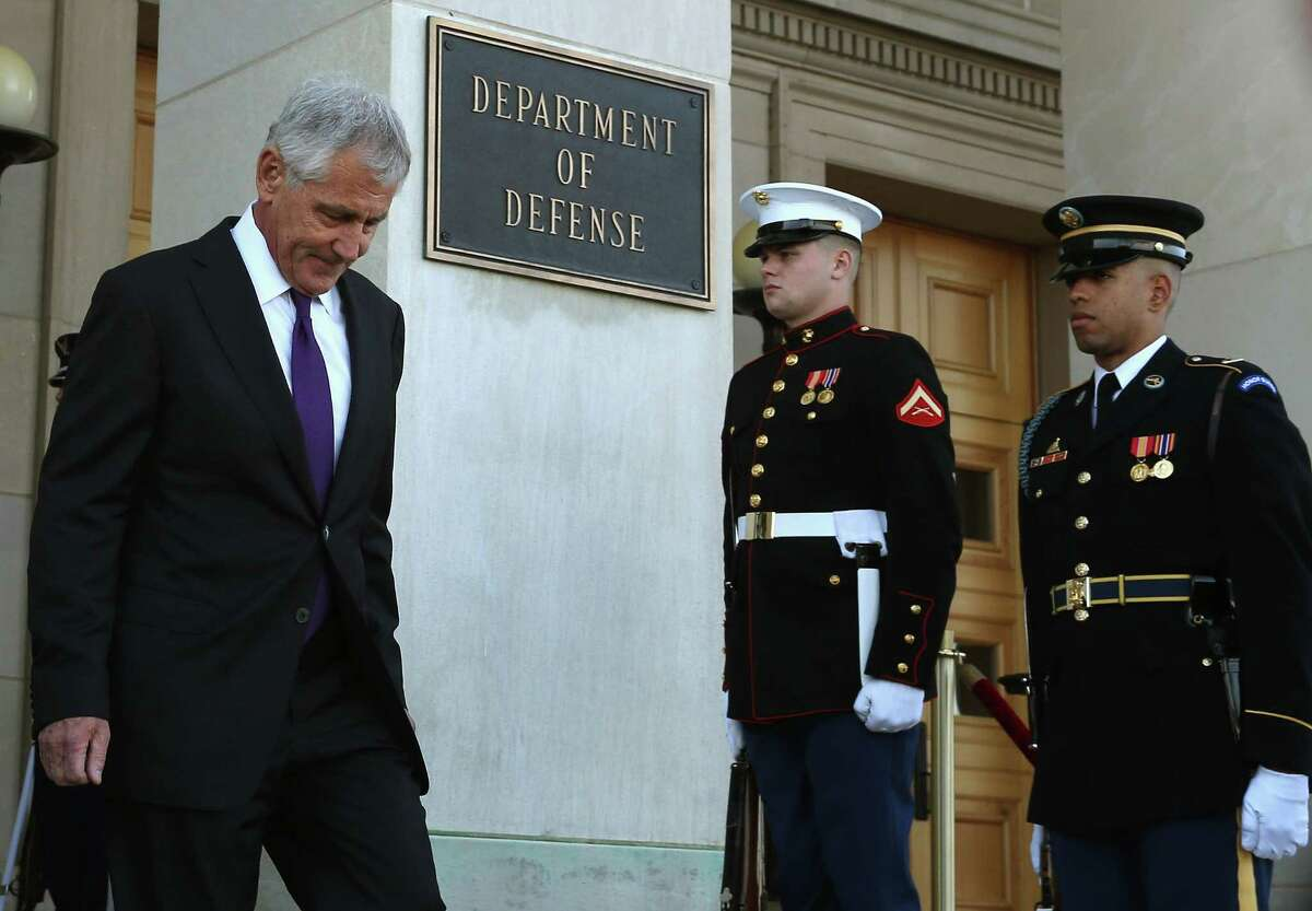 ARLINGTON, VA - NOVEMBER 24: U.S. Secretary of Defense Chuck Hagel (L) walks down the Pentagon steps to great New Zealand Minister of Defense Gerry Brownlee during a honor cordon at the Pentagon , November 24, 2014 in Arlington, Virginia. Earlier in the day U.S. President Barack Obama announced that he accepted Hagel's resignation. Hagel plans to remain in office until his successor is confirmed by the US Senate. (Photo by Mark Wilson/Getty Images)