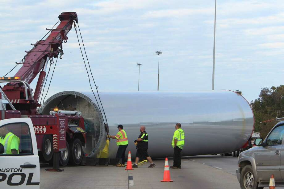 Crash snarls Eastex Freeway in northeast Houston - Houston ...