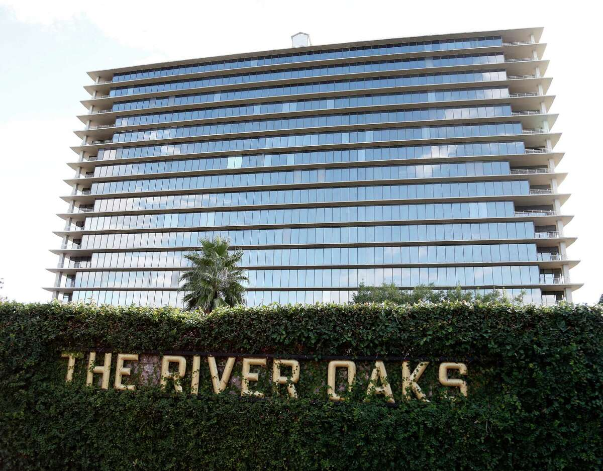 The River Oaks Luxury Apartments, a 1960s era 17-story high-rise, was sold to a New York City-based company. The company plans to rehab the building and convert the units to condos. Photographed, Monday, Nov. 24, 2014, in Houston. ( Karen Warren / Houston Chronicle )