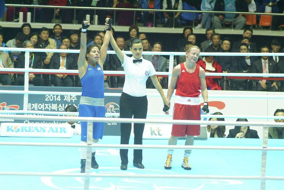 Marlen Esparza (blue) is named the winner over England's Lisa Jane Whiteside (red). Photo: AIBA