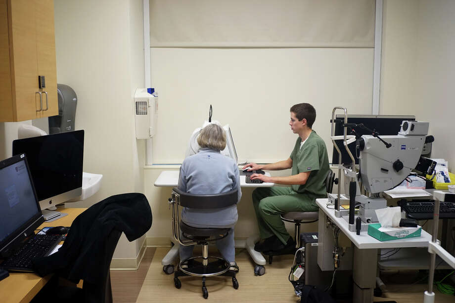 A patient undergoes an OCT eye test administered by Ryan Nelson on Thursday, Nov. 20, 2014 in Palo Alto, Calif. Leng has discovered an algorithm that can determine if patients will lose their eyesight due to macular degeneration. Photo: James Tensuan / Special To The Chronicle / ONLINE_YES