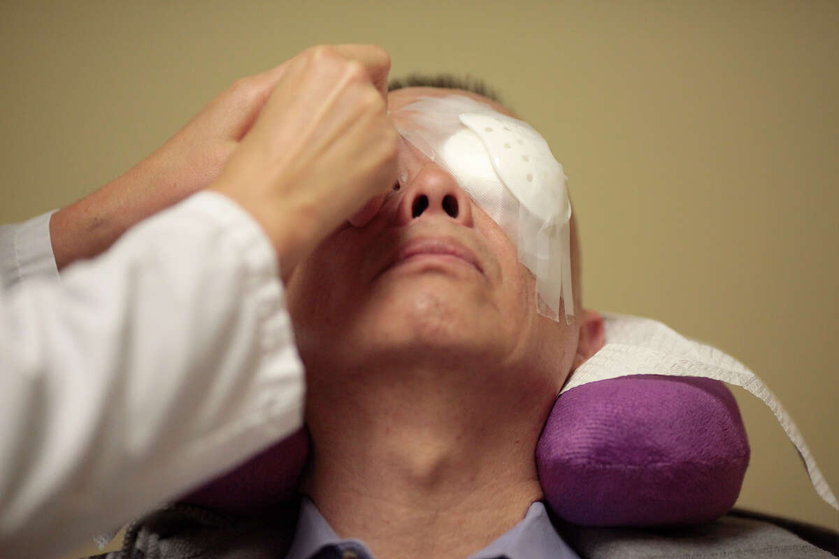 T.K Do is prepared for treatment by Andrea Shows at Stanford's Byers Eye Institute on Thursday, Nov. 20, 2014 in Palo Alto, Calif. Leng has discovered an algorithm that can determine if patients will lose their eyesight due to macular degeneration.