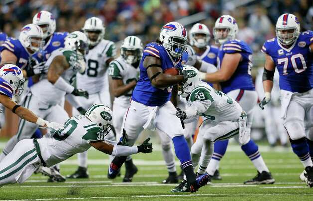 Buffalo Bills running back Anthony Dixon pulls away from the New York Jets defense for a 30-yard touchdown during the second half of an NFL football game in Detroit, Monday, Nov.24, 2014. (AP Photo/Rick Osentoski) ORG XMIT: DTF132 Photo: Rick Osentoski / FR170444 AP