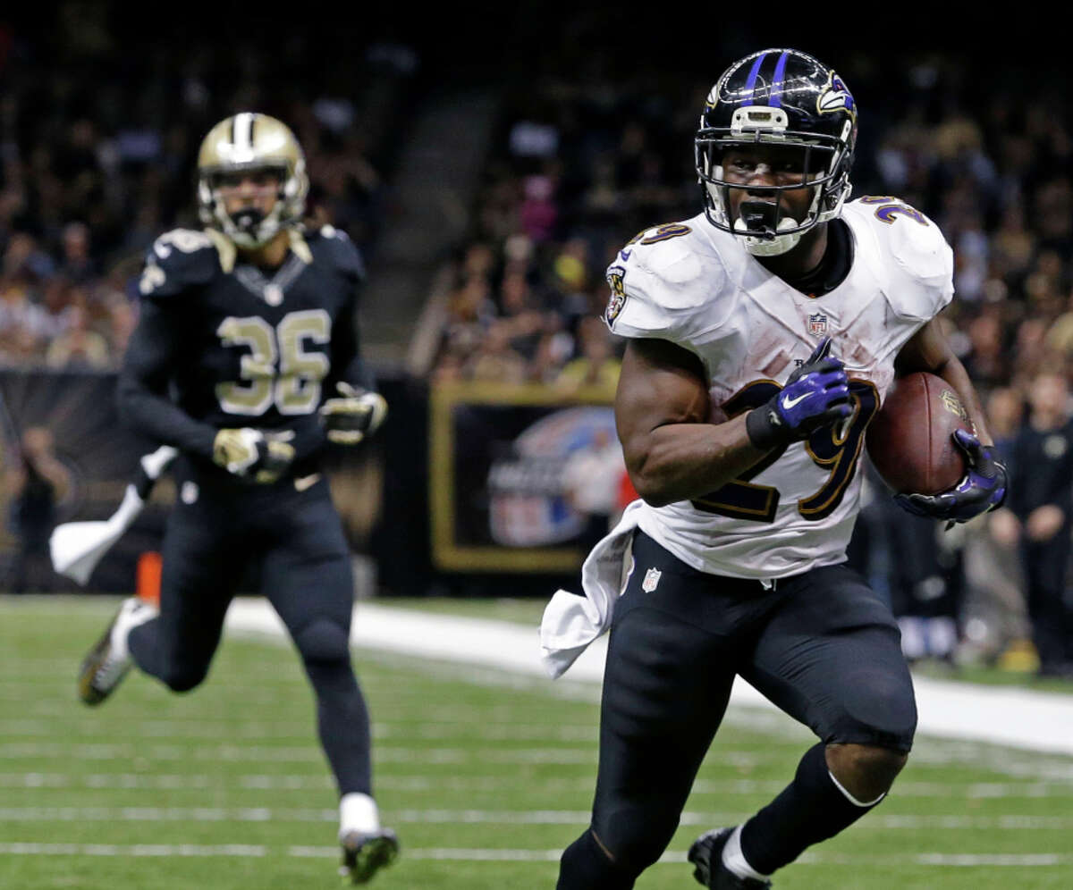 Ravens running back Justin Forsett runs free for a 20-yard touchdown ahead of Saints defensive back Marcus Ball.