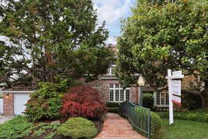 Bucolic gardens surround Piedmont Colonial - Photo