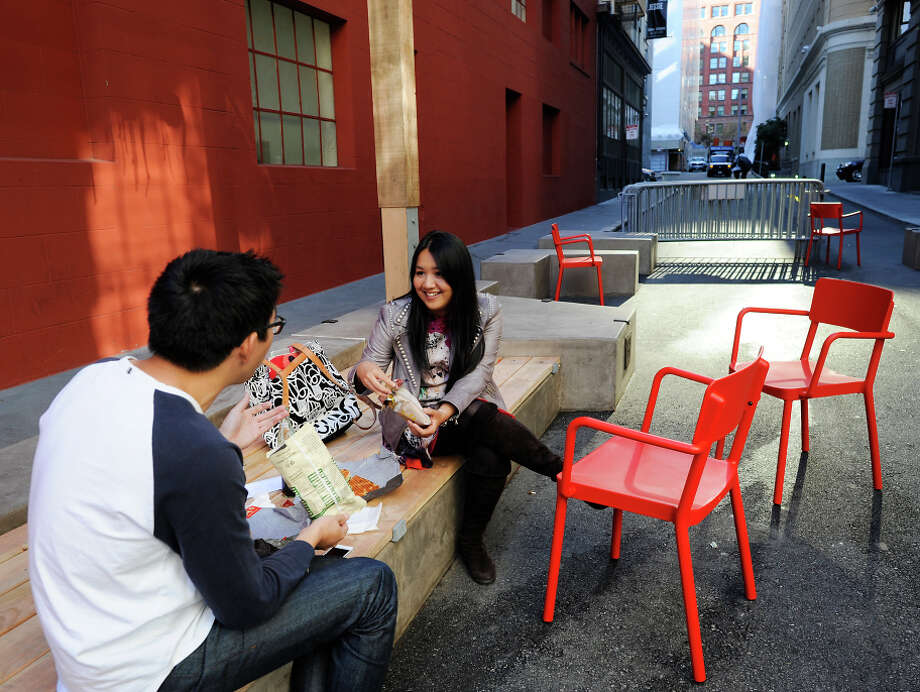 Dan Chen (left) and Andrea Lee chat over lunch in the newly designed pedestrian-friendly plaza on Annie Street. Photo: Michael Short / Special To The Chronicle / ONLINE_YES