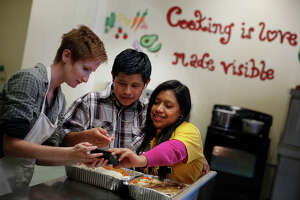 Teens who fled peril for U.S. get 1st Thanksgiving feast in S.F. - Photo