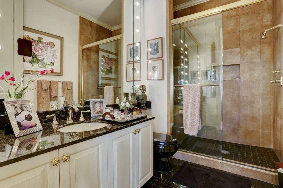 2121 Kirby Drive 23N $5,500,000 3-4 Beds 4 Full & 1 Half Bath(s)