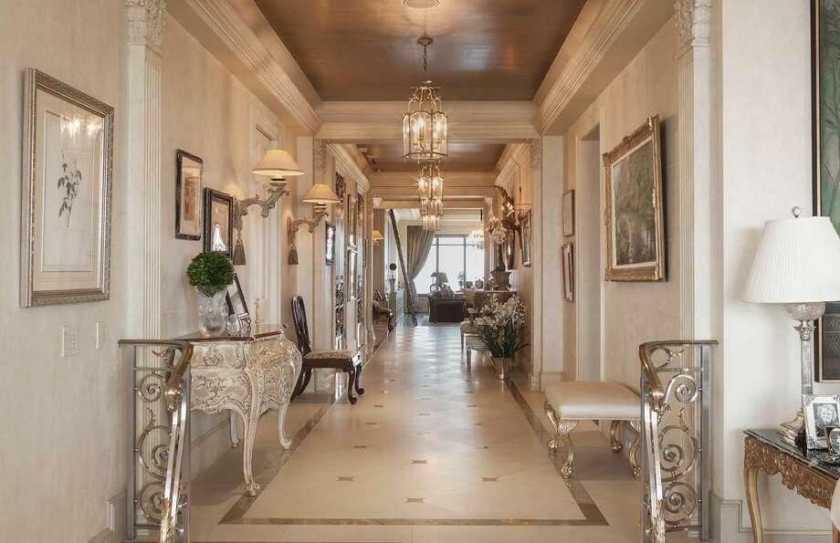 2121 Kirby Drive 23N$5,500,0003-4 Beds4 Full & 1 Half Bath(s) Photo: Houston Association Of Realtors