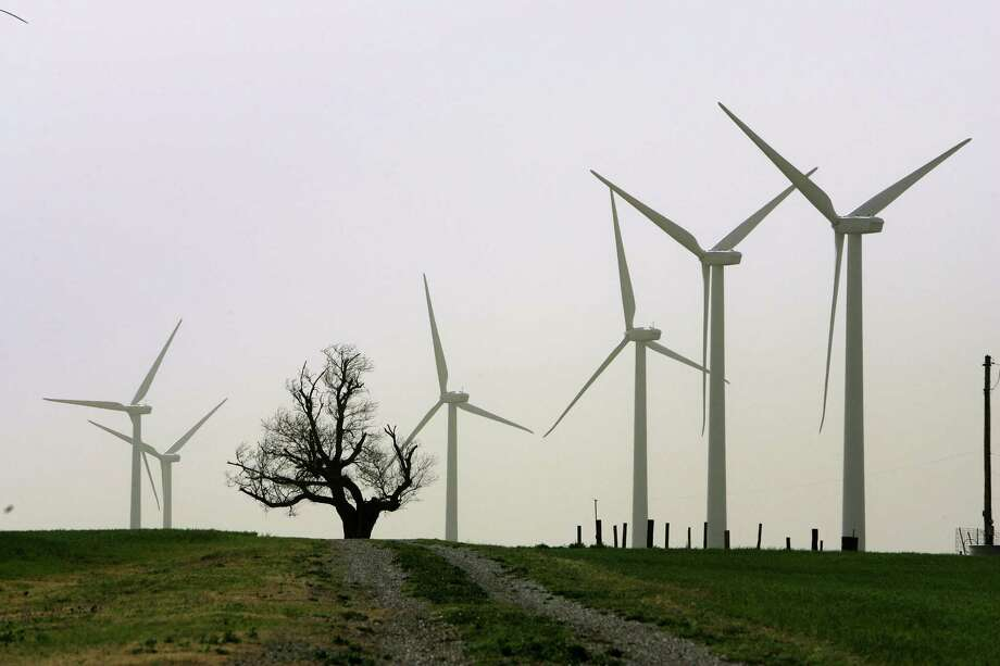 The cost of electricity from wind and solar power plants has plummeted, making it cheaper than coal or natural gas in some places. Photo: PAUL HELLSTERN, STR / New York Times / NYTNS